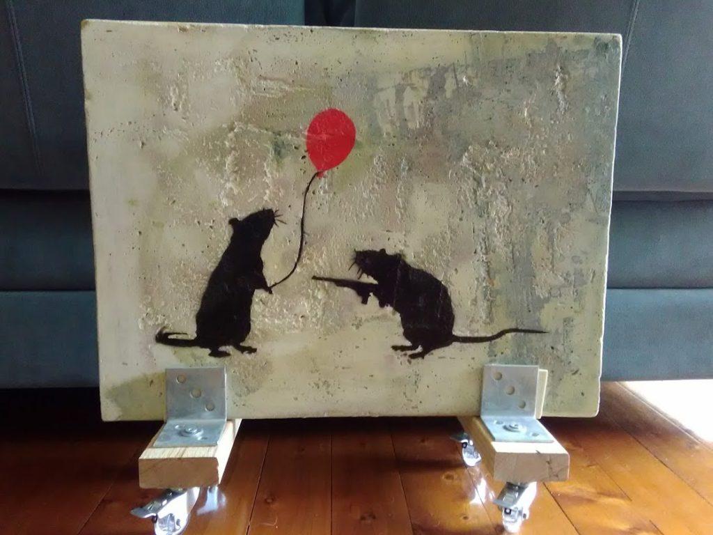 Les deux rats. Spray paint on concrete, mounted on wheels
